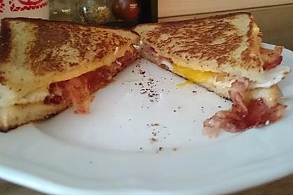 Grilled Cheese Sandwich mit Bacon und Spiegelei 12