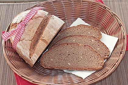 Dinkel-Weizenvollkornbrot mit 5 Kornschrot, Cashews und Traubenkernmehl