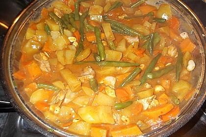 Indisches Curry mit Kartoffeln, Hähnchen und grünen Bohnen