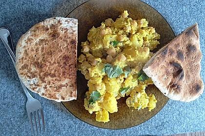 Kartoffel-Kichererbsen Gericht mit Koriander