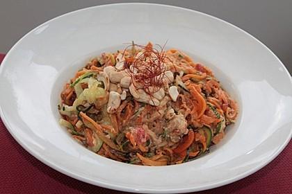 Gemüse-Nudeln mit Cashew-Avocado-Sauce 1