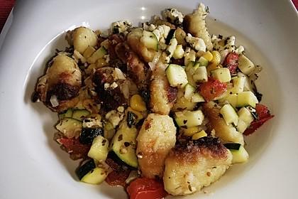 Gnocchi-Gemüse-Auflauf mit Fetakäse (Bild)