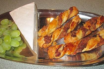 Blätterteigstangen mit Schinkenwürfeln und Käse 2