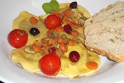 Cappelletti in fruchtiger Weißwein-Käse-Sauce