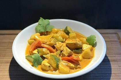 Curry mit Huhn, Mango und Gemüse (Bild)