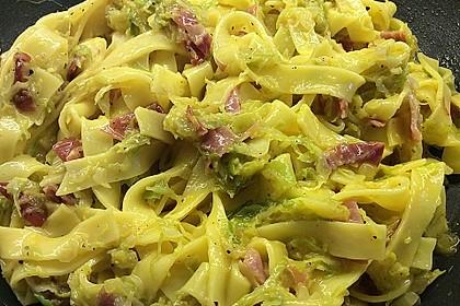 Pasta mit Rosenkohl-Carbonara (Bild)