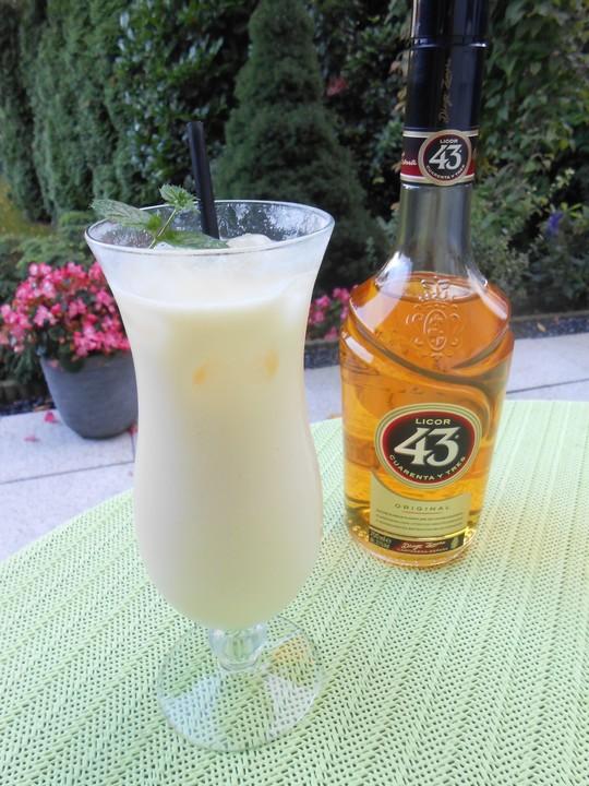 cocktail mit likör 43
