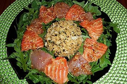Thunfisch und Lachs roh mariniert auf Rucola mit Reis