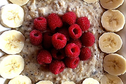 Porridge mit Mandelmilch und Chiasamen