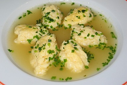 Geflügelsuppe mit Schwemmklößchen