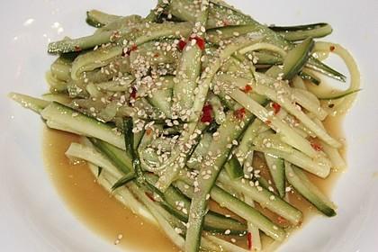 Asiatischer Gurkennudel-Salat süßsauer 1