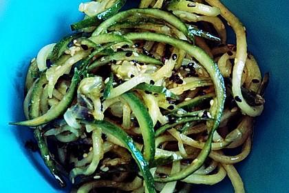 Asiatischer Gurkennudel-Salat süßsauer 2