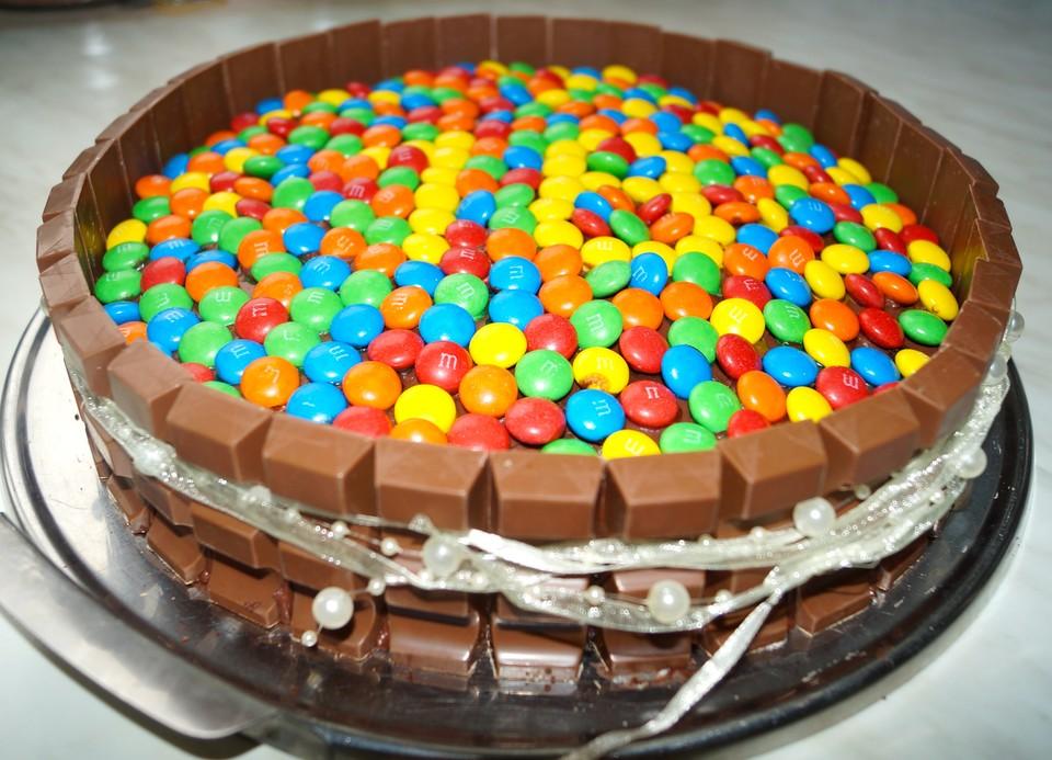 Kitkat Torte Mit Bunten Smarties Von Mysecretin Chefkoch De