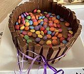 KitKat-Torte mit bunten Smarties (Bild)