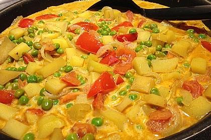 Kartoffelcurry mit Erbsen und Tomaten