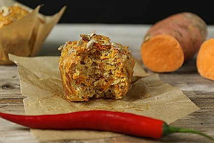 Süßkartoffel-Muffins mit Parmesan und Chili