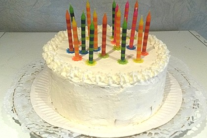 Mini-Geburtstagstorte mit Preiselbeeren und Pfirsich