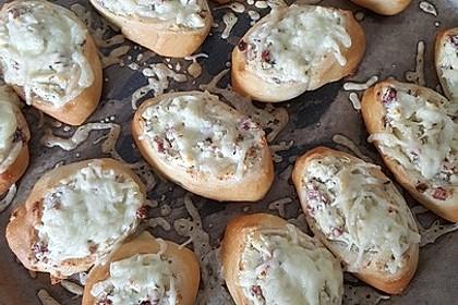 Pizzaschnecken mit Frischkäse, Feta und Salami 1