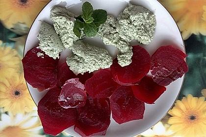 Rote Bete mit Tofu-Minz-Nocken
