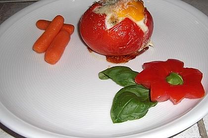 Ostereier in tomatenroter Schale