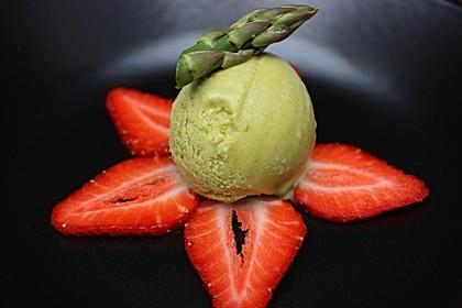 Grünes Spargeleis mit Erdbeeren 1