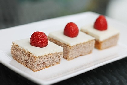 Erdbeer-Blechkuchen mit Cream Cheese Frosting 4