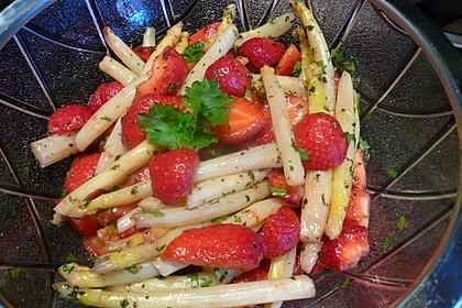 Grüner Spargelsalat mit Erdbeeren 1