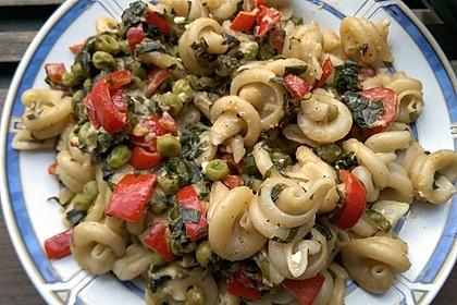 Pasta mit Bärlauch, Paprika, Feta und Erbsen