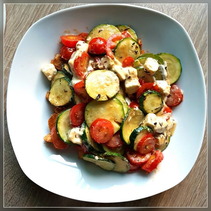 Leichte Zucchini-Tomaten-Pfanne mit Schafskäse von möhrchen11 ...