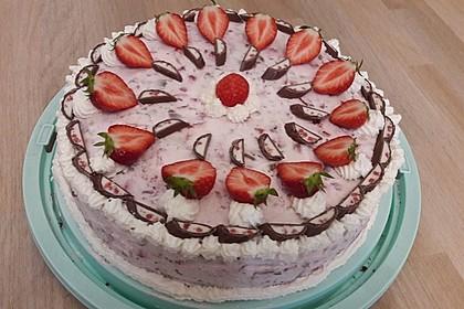Erdbeer-Yogurette-Torte 1