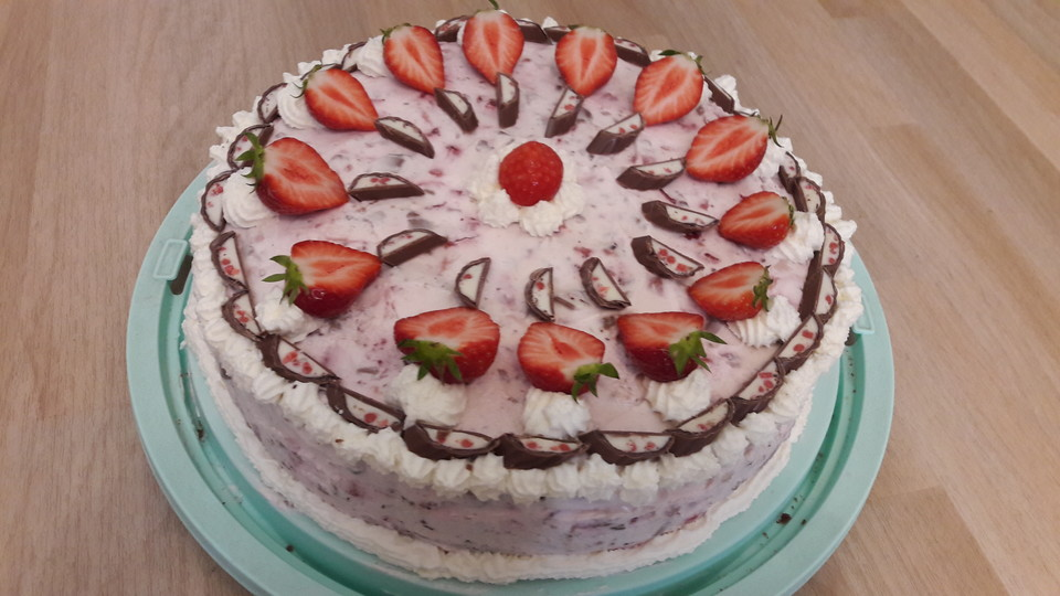 Erdbeer Yogurette Torte Von Andimuck Chefkoch De