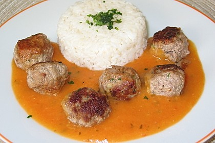 Fleischklöße mit Kräuter und Tomatensauce 2