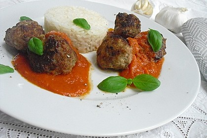 Fleischklöße mit Kräuter und Tomatensauce 1