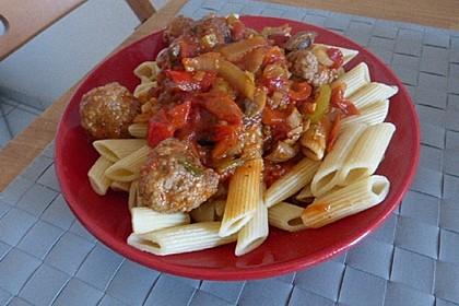 Fleischklöße mit Kräuter und Tomatensauce 4
