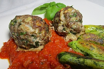 Fleischklöße mit Kräuter und Tomatensauce 3