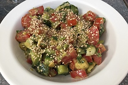 Avocado-Gurke-Paprika-Salat 1