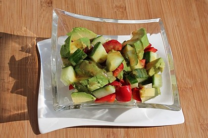 Avocado-Gurke-Paprika-Salat