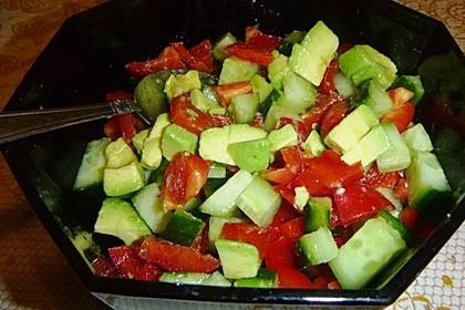 Avocado-Gurke-Paprika-Salat 3
