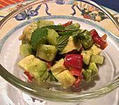 Avocado-Gurke-Paprika-Salat (Bild)