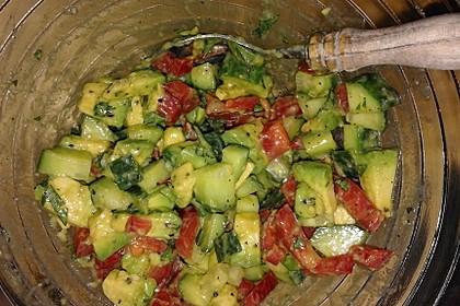 Avocado-Gurke-Paprika-Salat 2