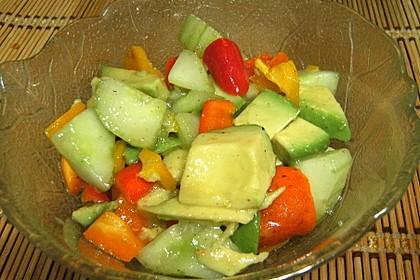Avocado-Gurke-Paprika-Salat 4