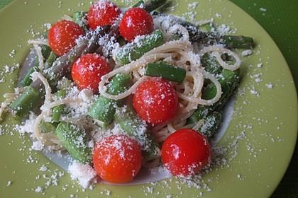 Spaghetti mit gebratenem grünen Spargel und Paprika 4