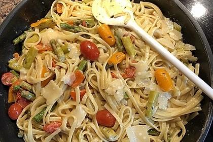 Spaghetti mit gebratenem grünen Spargel und Paprika 3