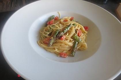 Spaghetti mit gebratenem grünen Spargel und Paprika 2