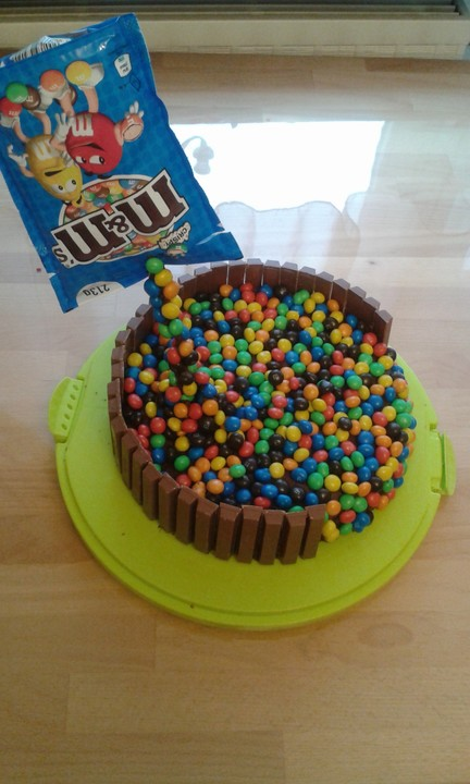 Illusion Candy Cake Mit Mms Und Maltesers Von Amerikanisch Kochende