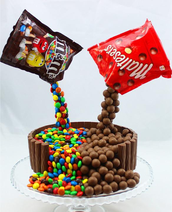 Illusion Candy Cake Mit M Ms Und Maltesers Von Amerikanisch Kochende