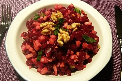 Rote-Bete-Apfel-Salat mit Walnüssen