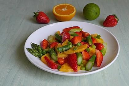 Spargelsalat mit Mango und Erdbeeren