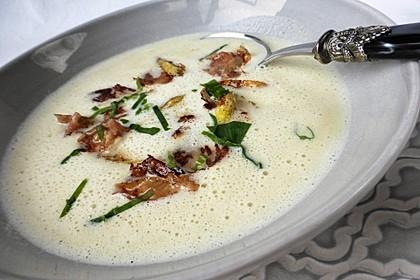 Spargelsuppe mit Vanille und krossem Parmaschinken