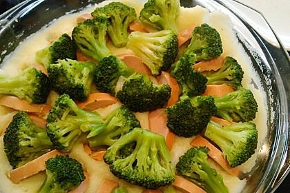 Kartoffelauflauf mit Brokkoli und Fleischwurst